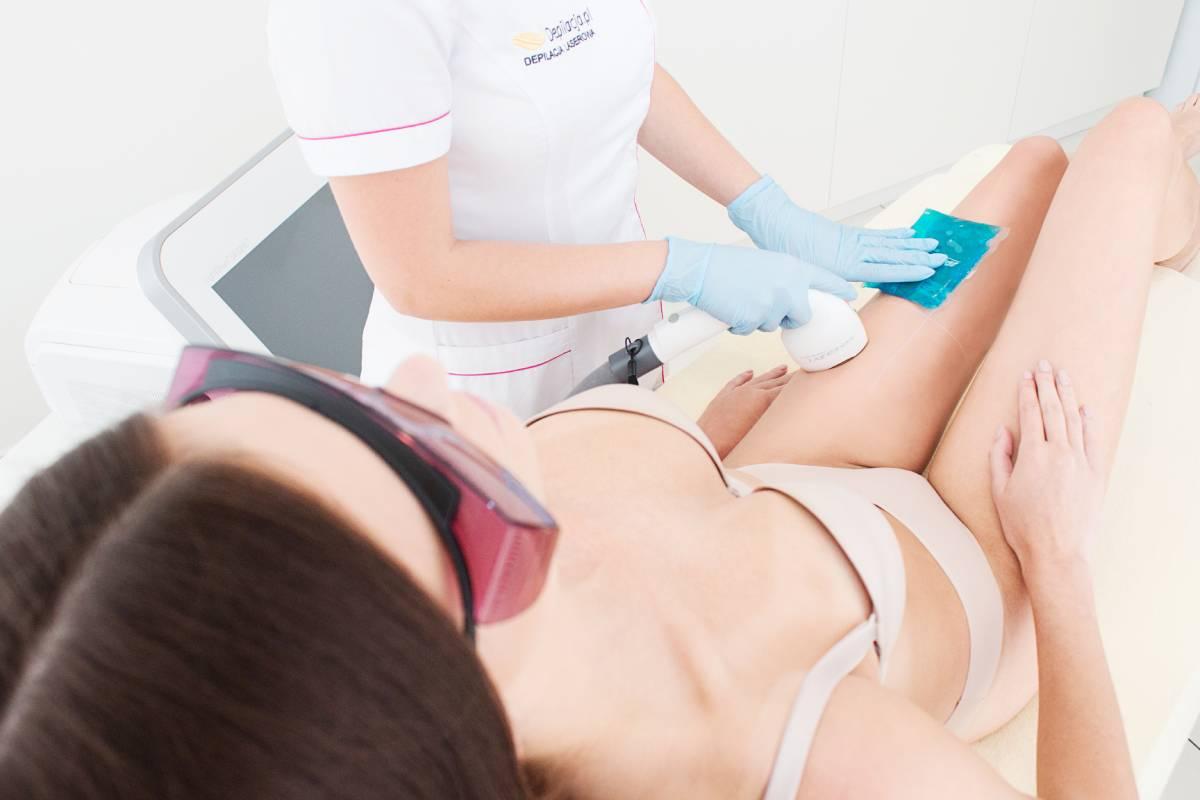 zabieg depilacji laserowej nog